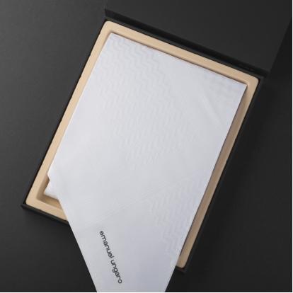 شماغ ايمانويل انغارو أبيض UM.W