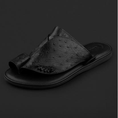 حذاء شرقي نقشة جلد النعام أسود GN154