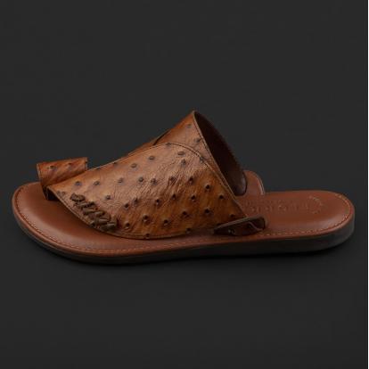 حذاء شرقي نقشة جلد النعام بني GN154