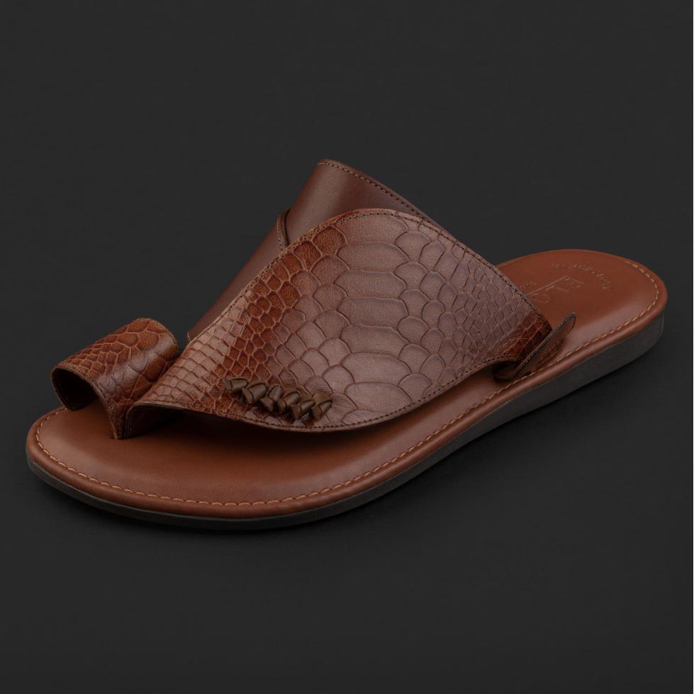 حذاء شرقي نقشة جلد ساق النعام بني فاتح GN156
