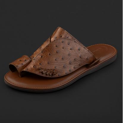 حذاء شرقي نقشة جلد النعام بني داكن GN154