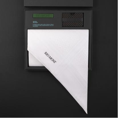 شماغ ريومون أبيض مع محفظة بحزام أسود / أخضر