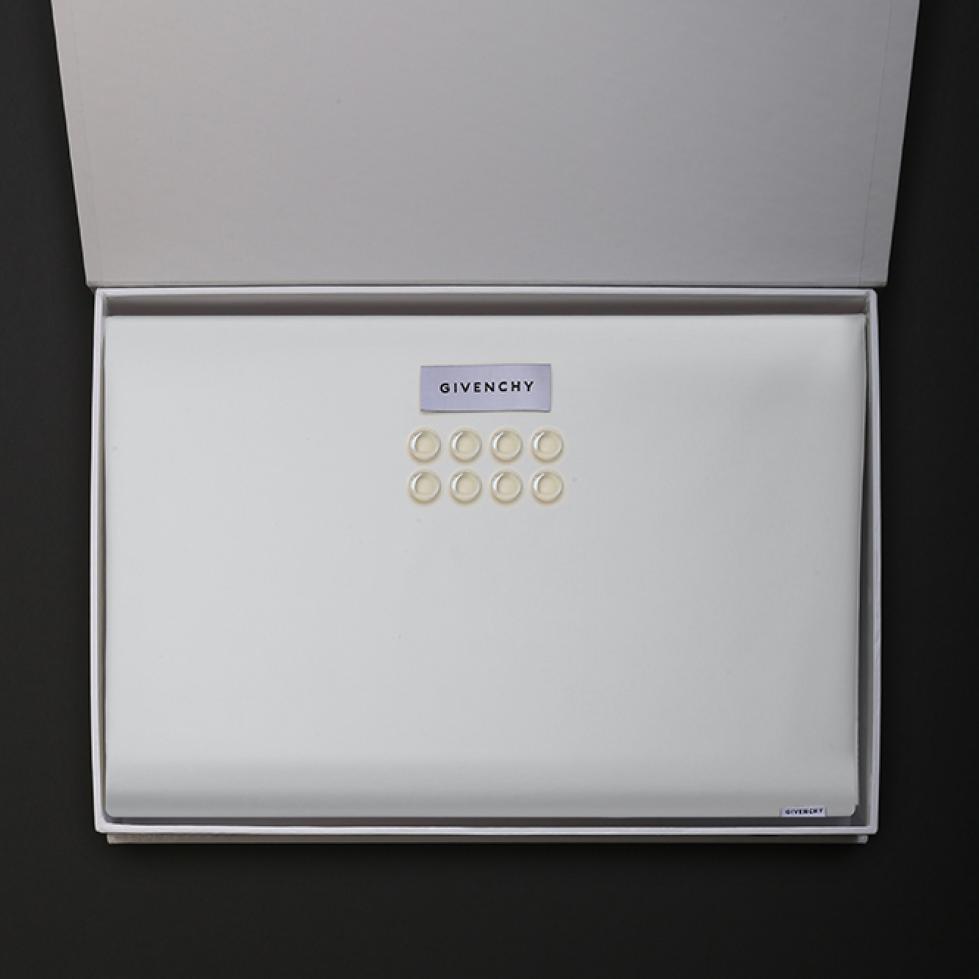 قماش جيفنشي G9004 W ابيض