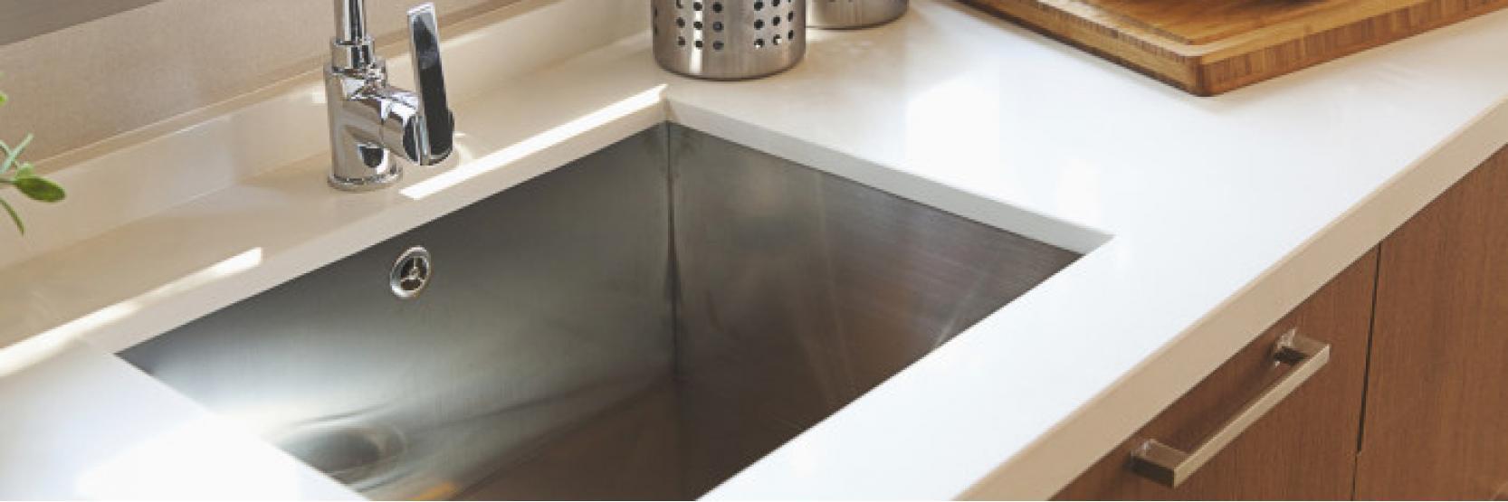 كيفية تنظيف وتلميع مغسلة مطبخك