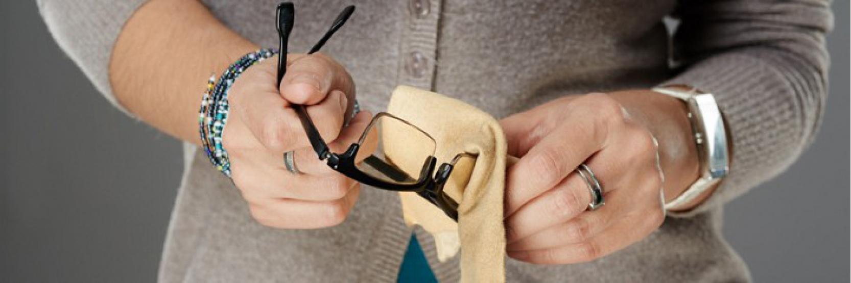 إزالة الخدوش من النظارات في 5 خطوات سهلة