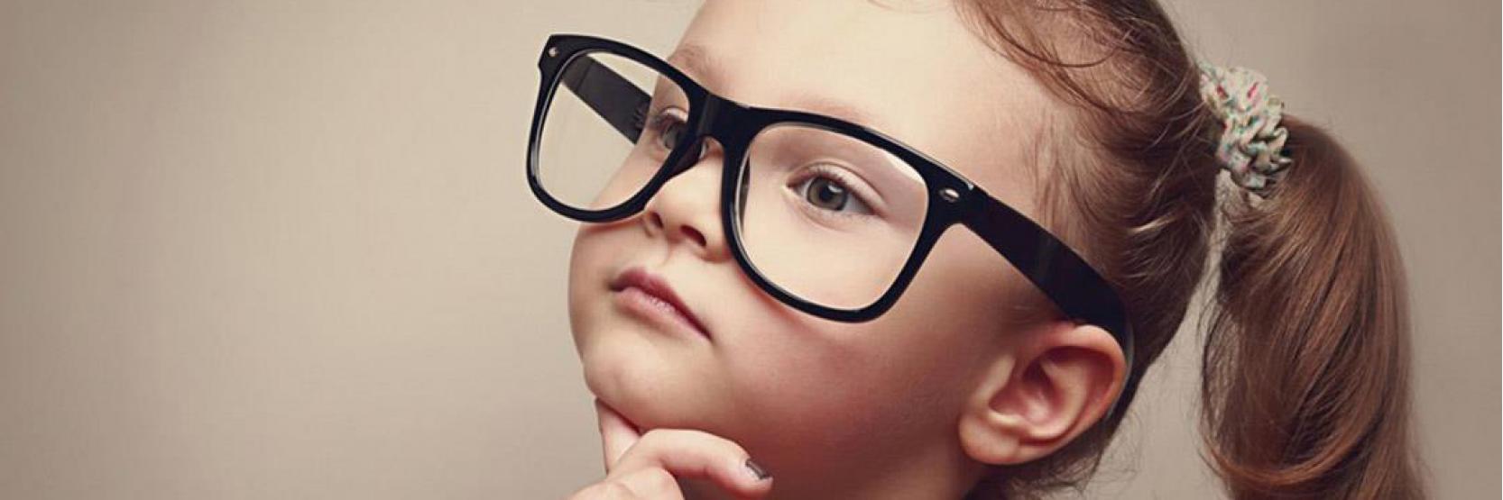 كيف يتأقلم طفلك على لبس النظارة ؟