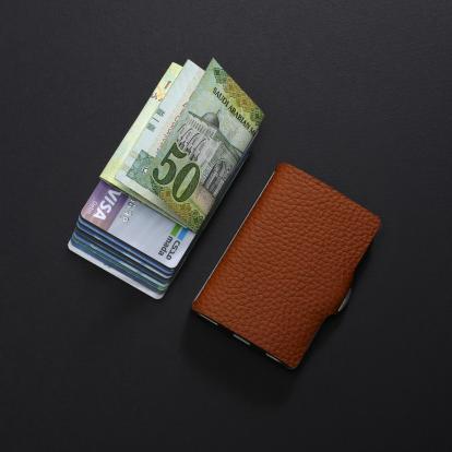 محفظة آي-كليب الذكية بايلوت بني جملي (الكلاسيكية)