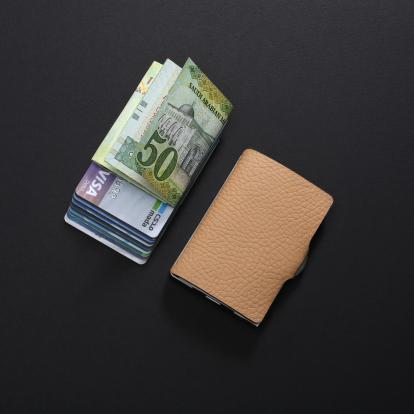 محفظة آي-كليب الذكية بايلوت كريمي (الكلاسيكية)