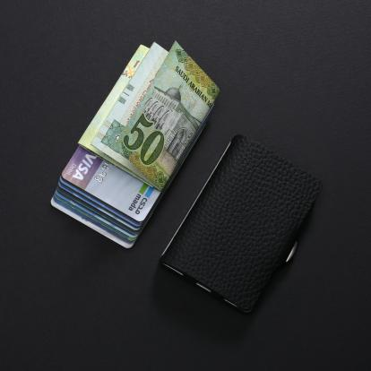 محفظة آي-كليب الذكية بايلوت اسود (الكلاسيكية)