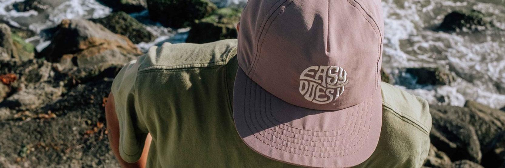 نشأة القبعات وتطورها عبر الزمن