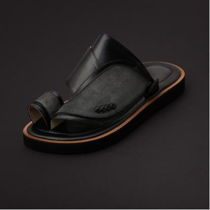 حذاء شرقي مخمل أسود MV10