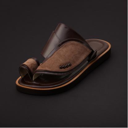 حذاء شرقي مخمل بني MV30