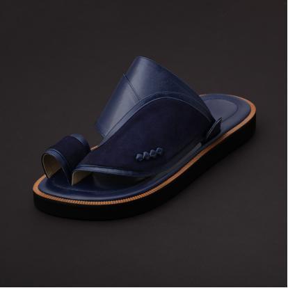 حذاء شرقي مخمل كحلي MV20